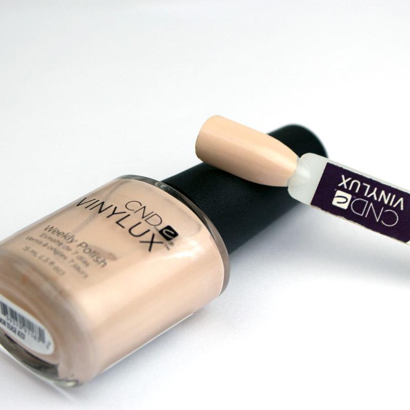 Лак CND Vinylux Flirtation 217 Skin Tease, бежевый нюд с шиммером, 15 мл, фото 2, 149.00 грн.